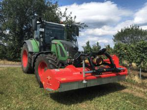 Traktor_Reben_Grünflächen_Mulchen_Schlegelmulcher